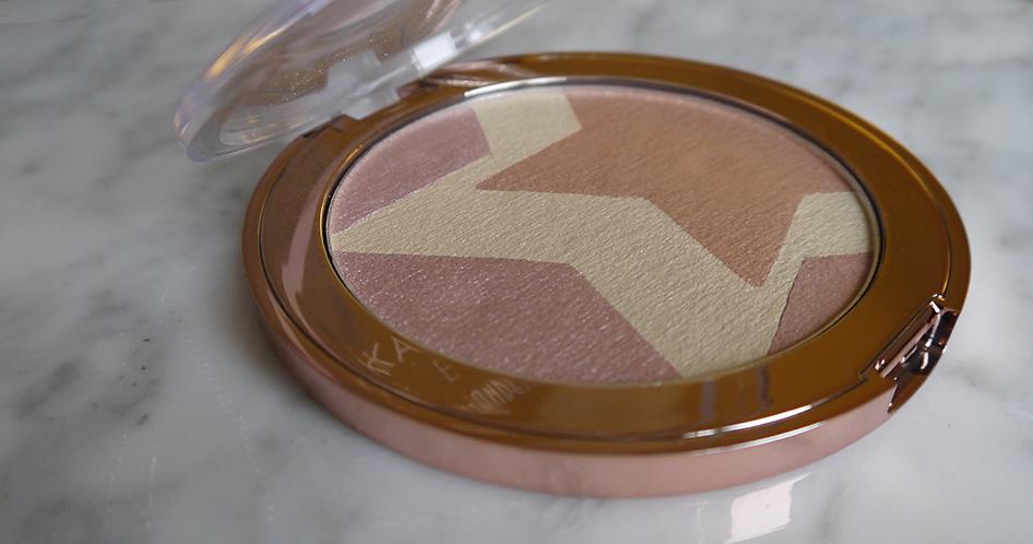 Kardashian Beauty Incandescent Lightbox 002